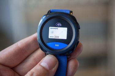 三星发布两款可穿戴新品,主打游泳监测功能