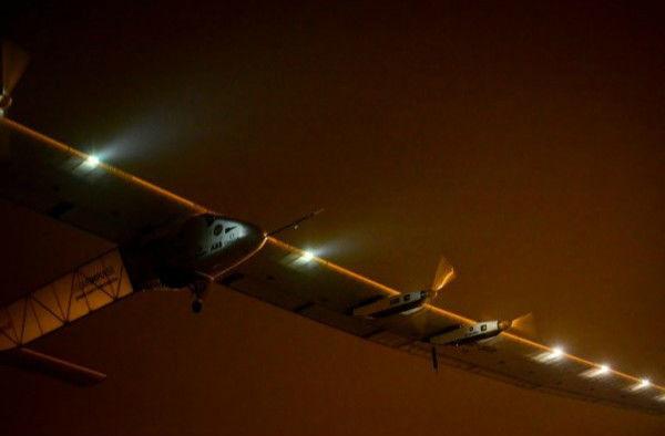 全球最大太阳能飞机开启最艰难之旅 | 极客早知道 2015 年 6 月 1 日