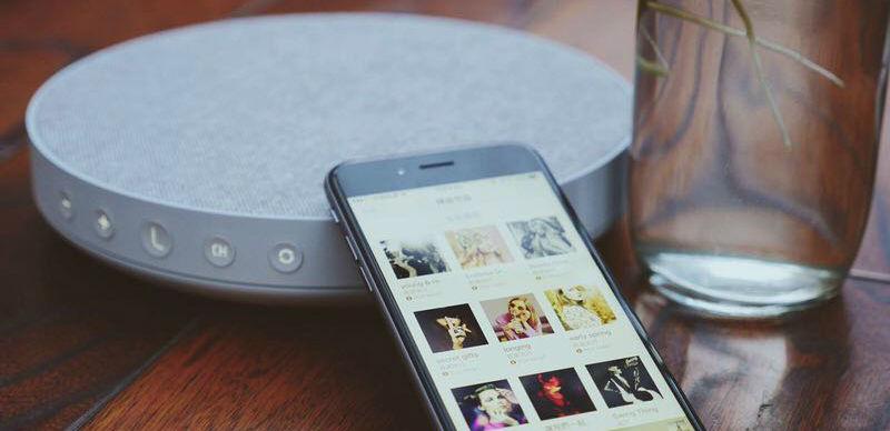 LavaRadio出了自己的「背景乐」音箱,卖点是不会犯错的DJ口味