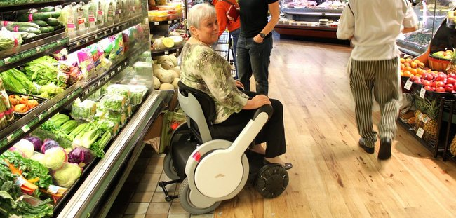 科技让人更有尊严:高科技轮椅 WHILL