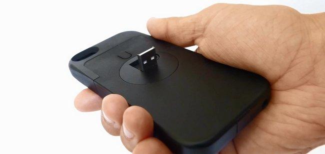 再也不怕忘带 iPhone 数据线的手机壳:CasePlug