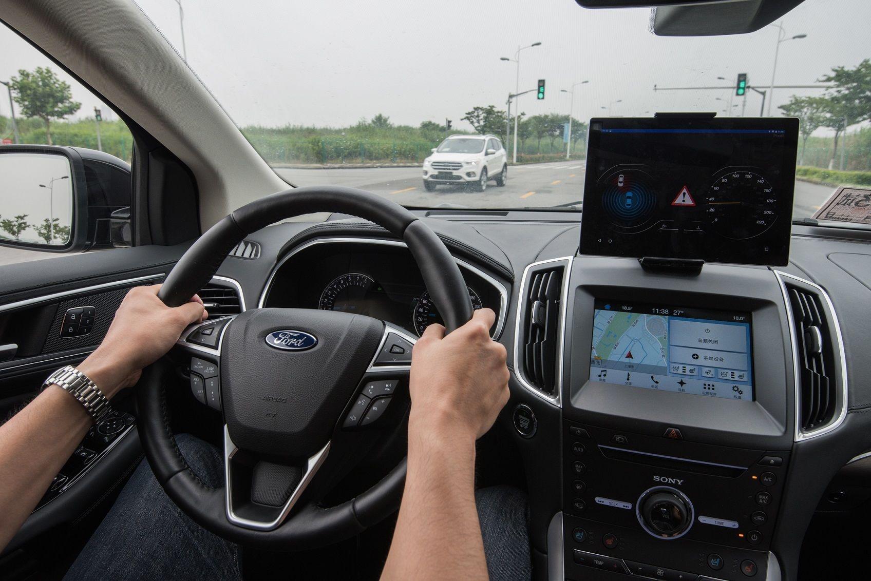 福特汽车V2X车联技术实现车与公共基础设施、以及其它车辆的互联.jpg