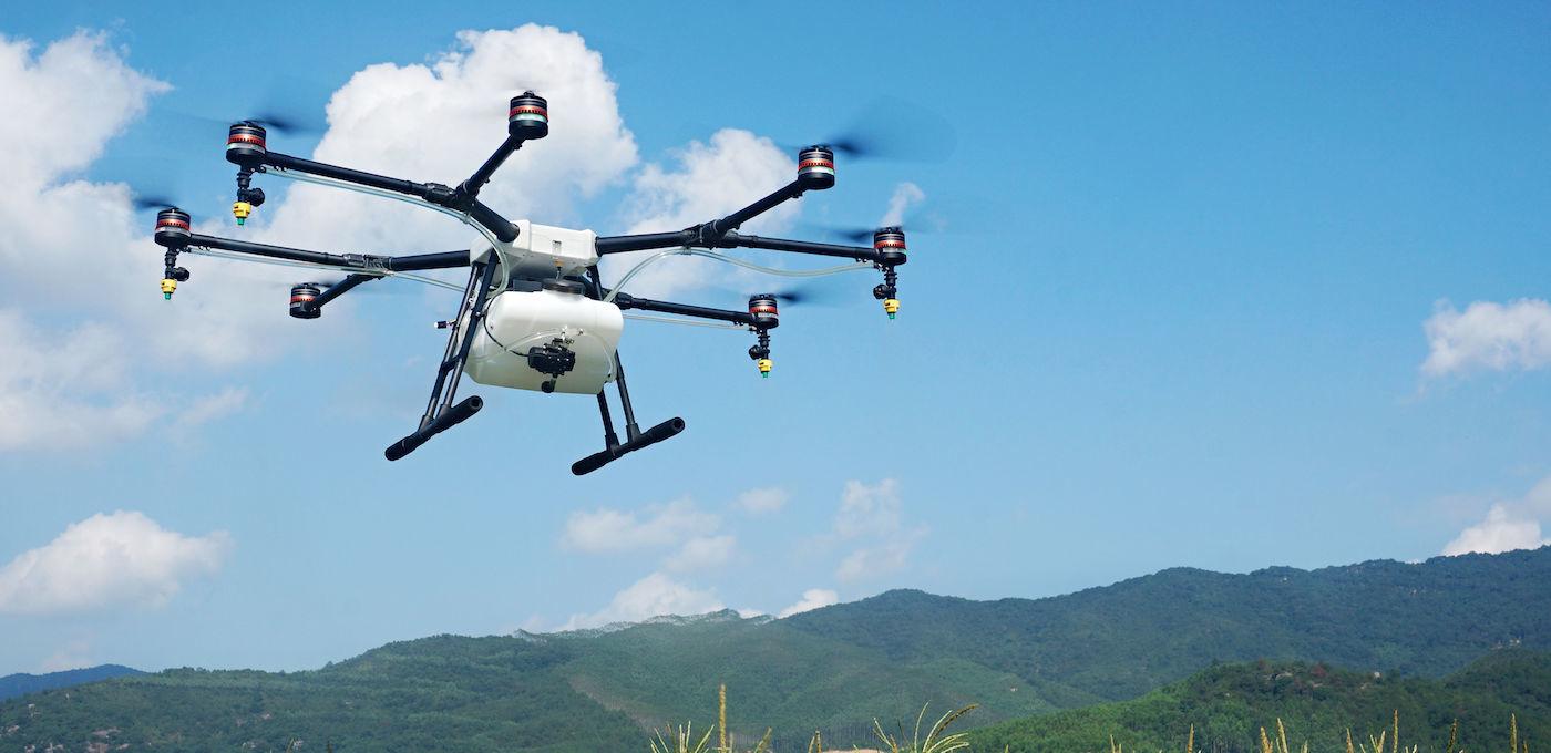 大疆这台新的 8 轴无人机约等于 40 个农民伯伯