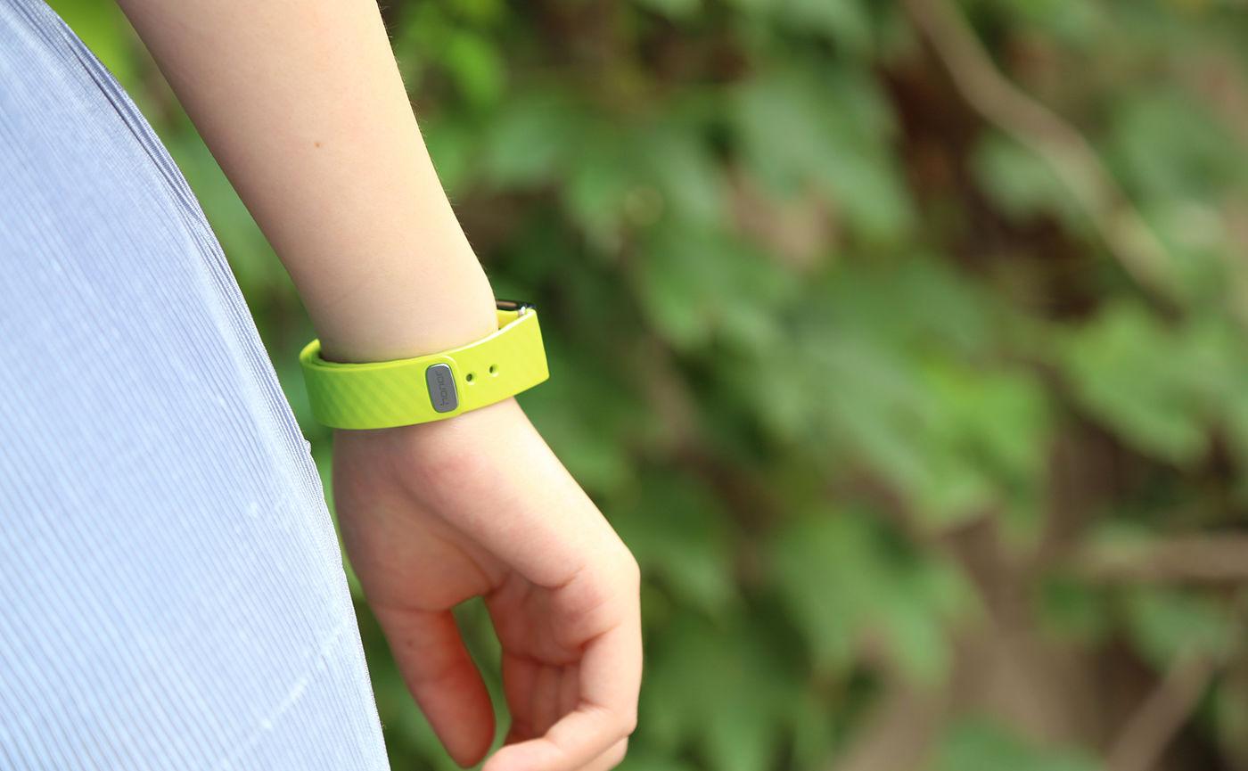 我们拿到了「青葱绿」版荣耀畅玩手环 A2,这颜色还挺招人喜欢