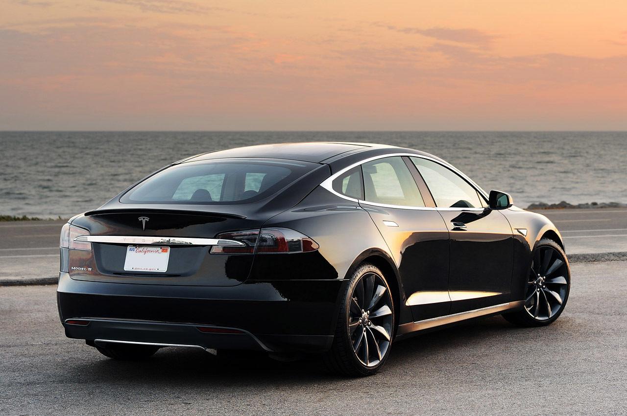 特斯拉在烧钱:每卖出一辆Model S亏损4000美元 |极客早知道 8 月 10日