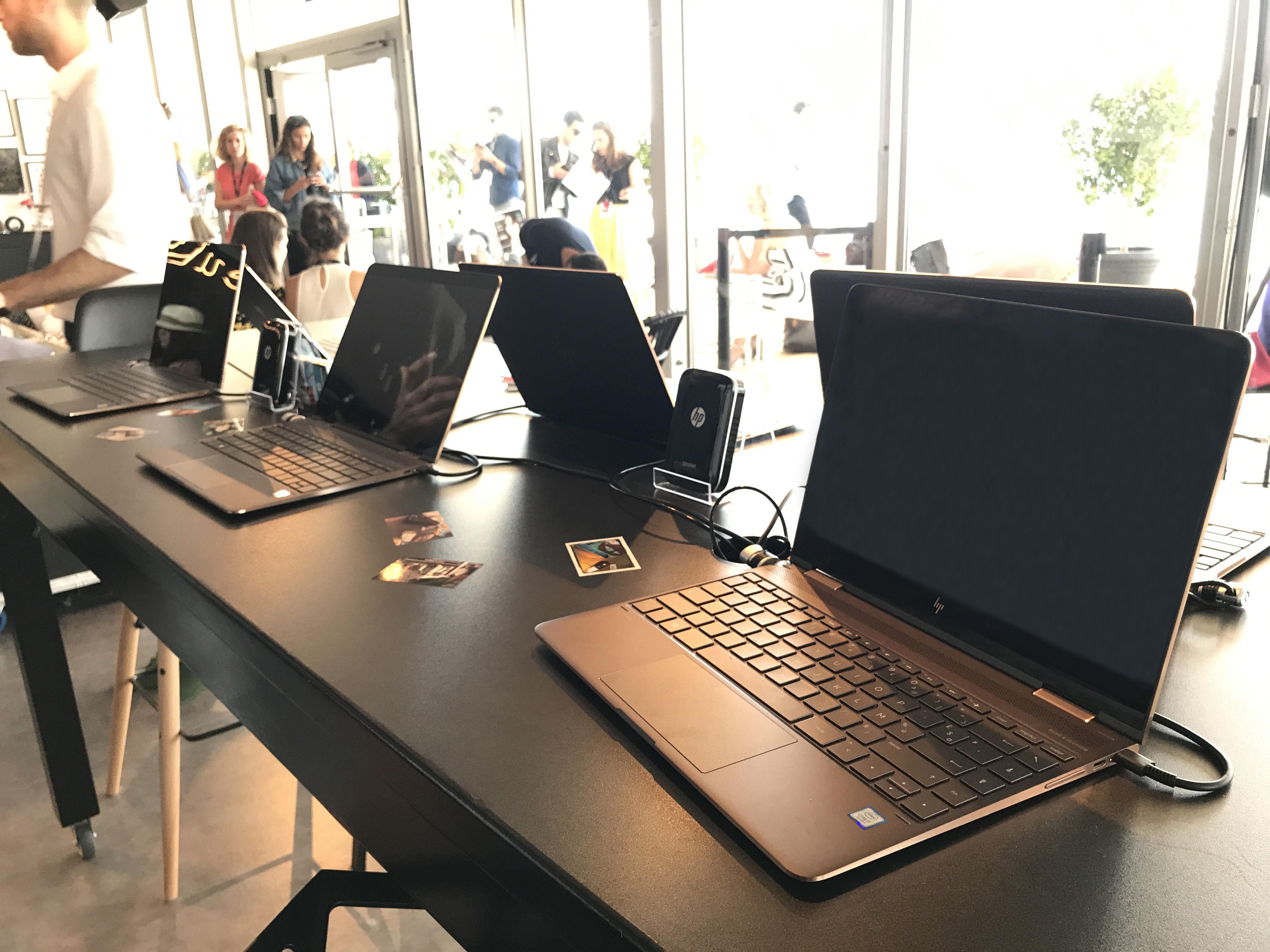 惠普幽灵HP Spectre x2二合一笔记本电脑在戛纳电影节现场.jpg