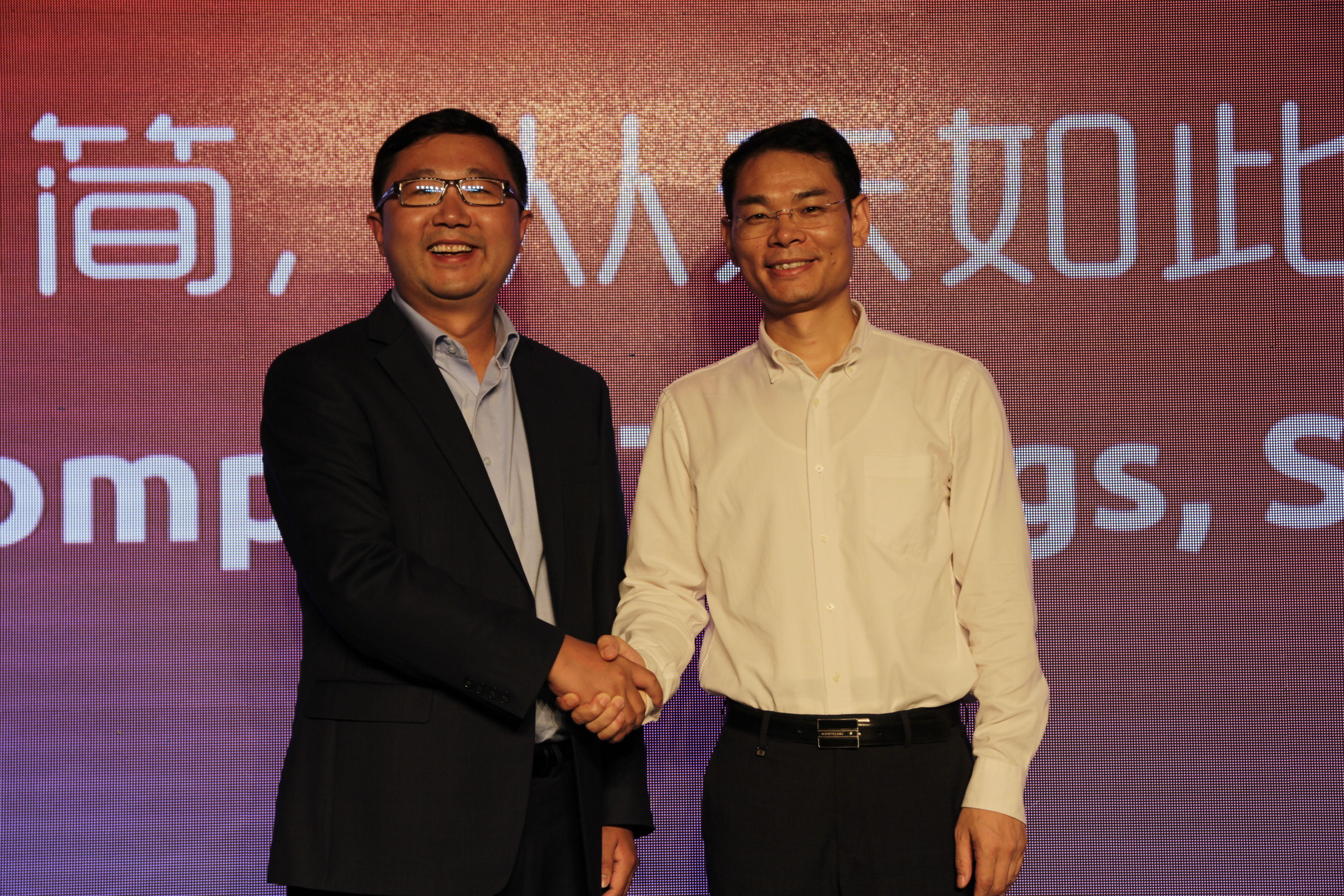 zGlue CEO张铭和京东方智慧系统事业群CEO姚项军.JPG