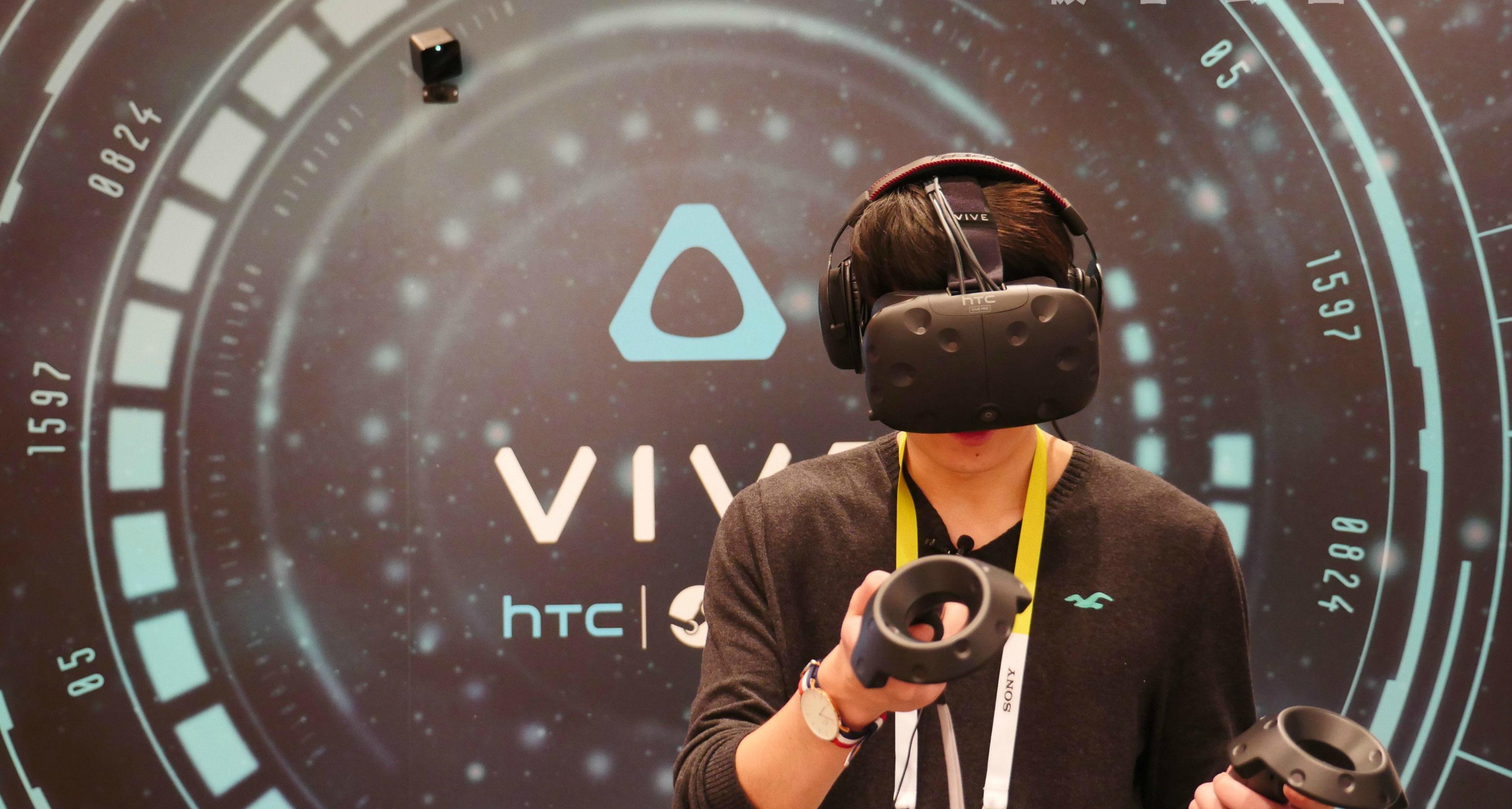 国内首发 | 有摄像头的新 HTC VIVE 让你不用再担心撞墙了