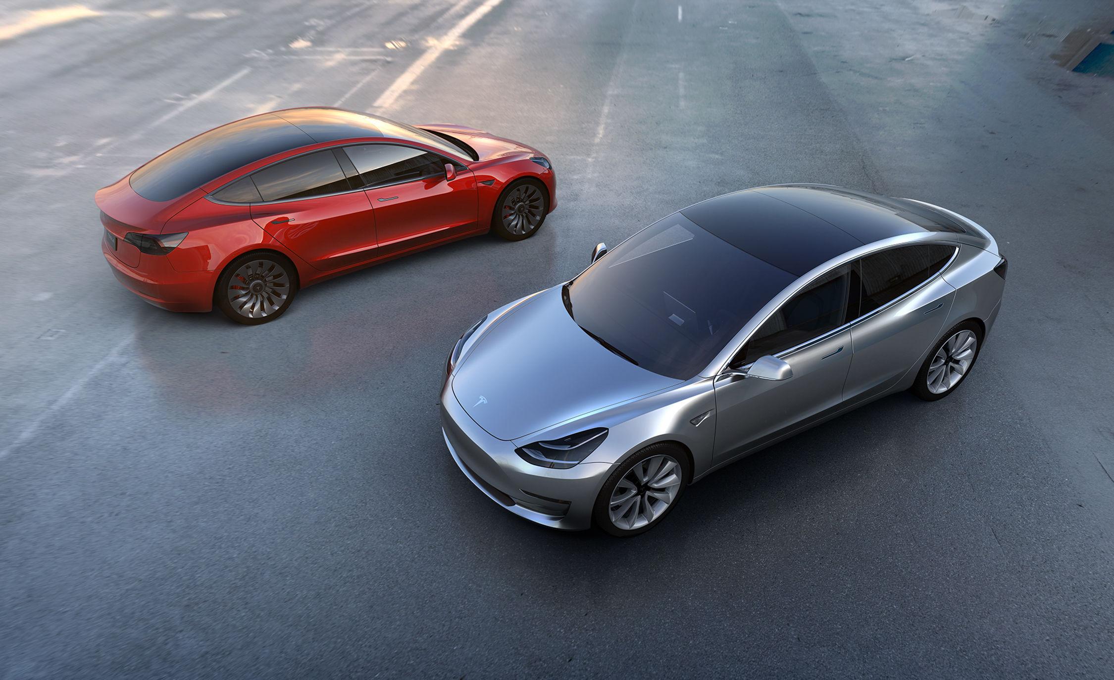 Tesla 的「共享」野心,挑起了人们和 Uber 之间的战争