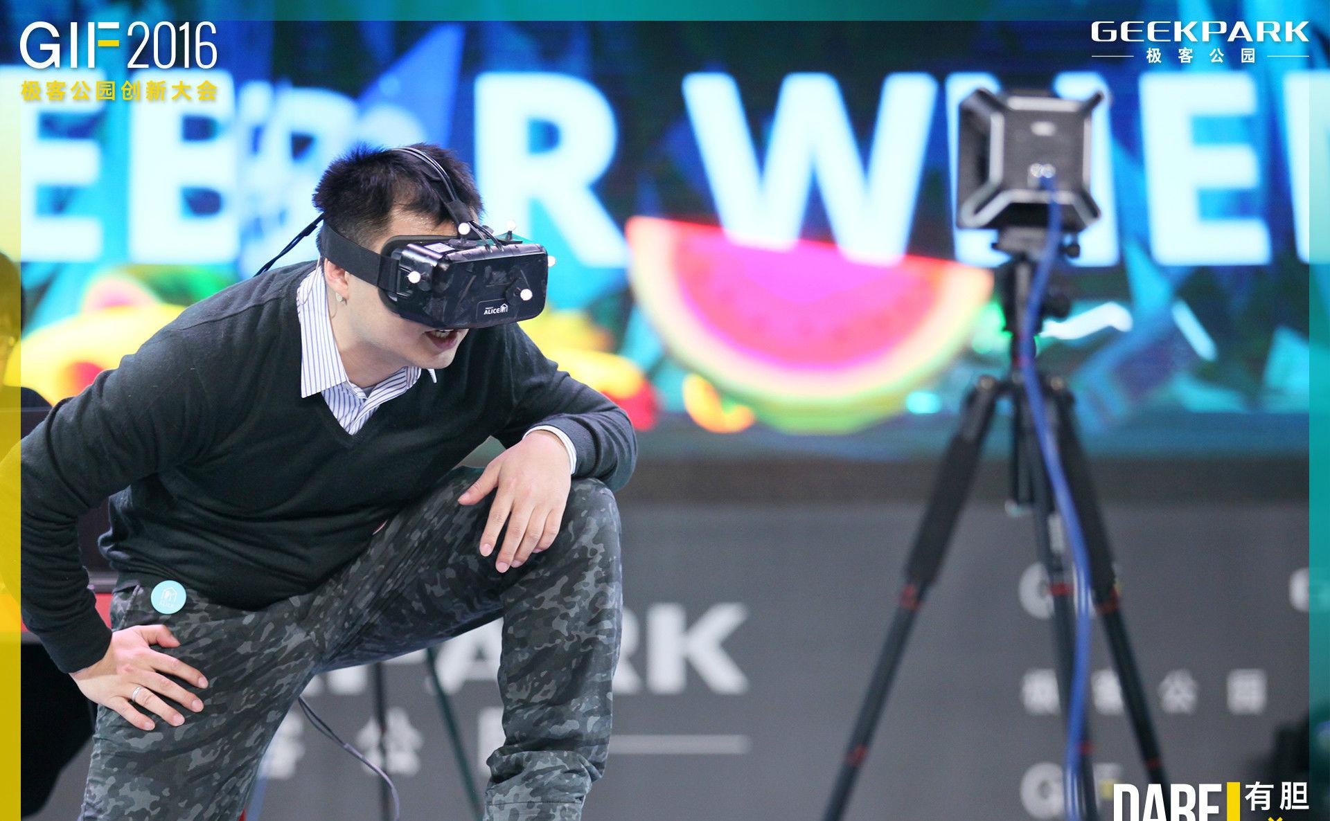 不止是炫技,诺亦腾想让VR成为继网吧、电影院后的新娱乐平台