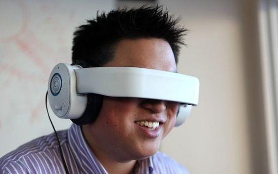 戴着VR眼镜操控无人机是一种怎样的体验?
