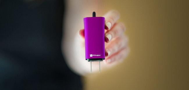 PC 用户的福音——超迷你笔记本电源适配器 Dart