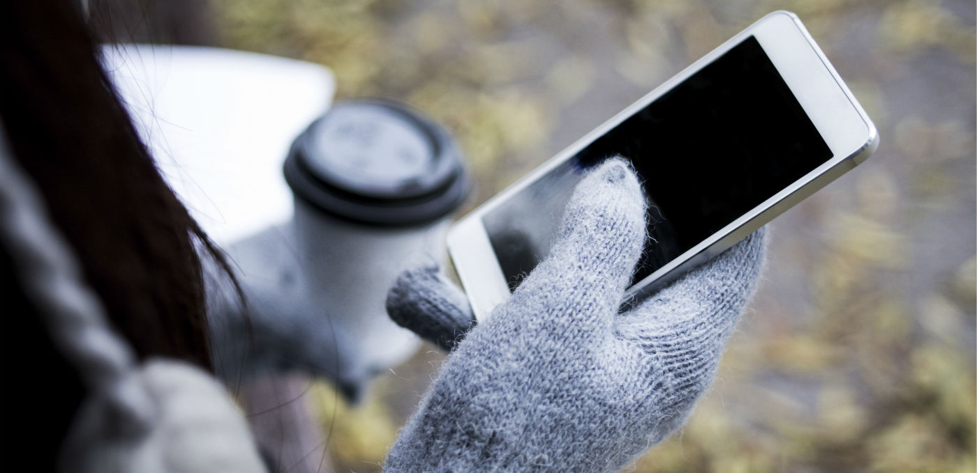 苹果研发『手套触屏』,冬天也能愉快地玩手机了丨 极客早知道 2015 年 11 月 27 日