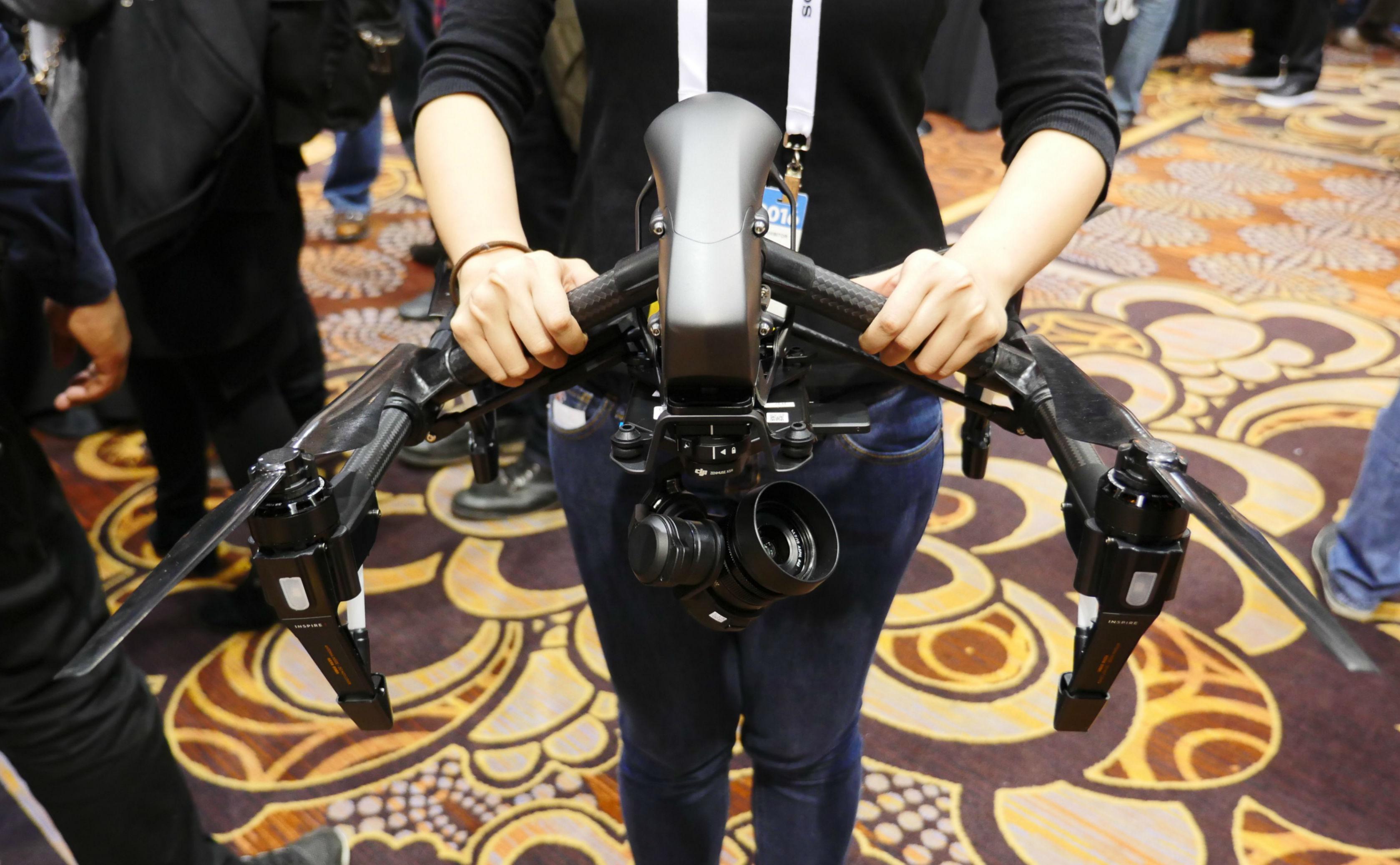 「换上黑色西装」,大疆的无人机变得更酷了