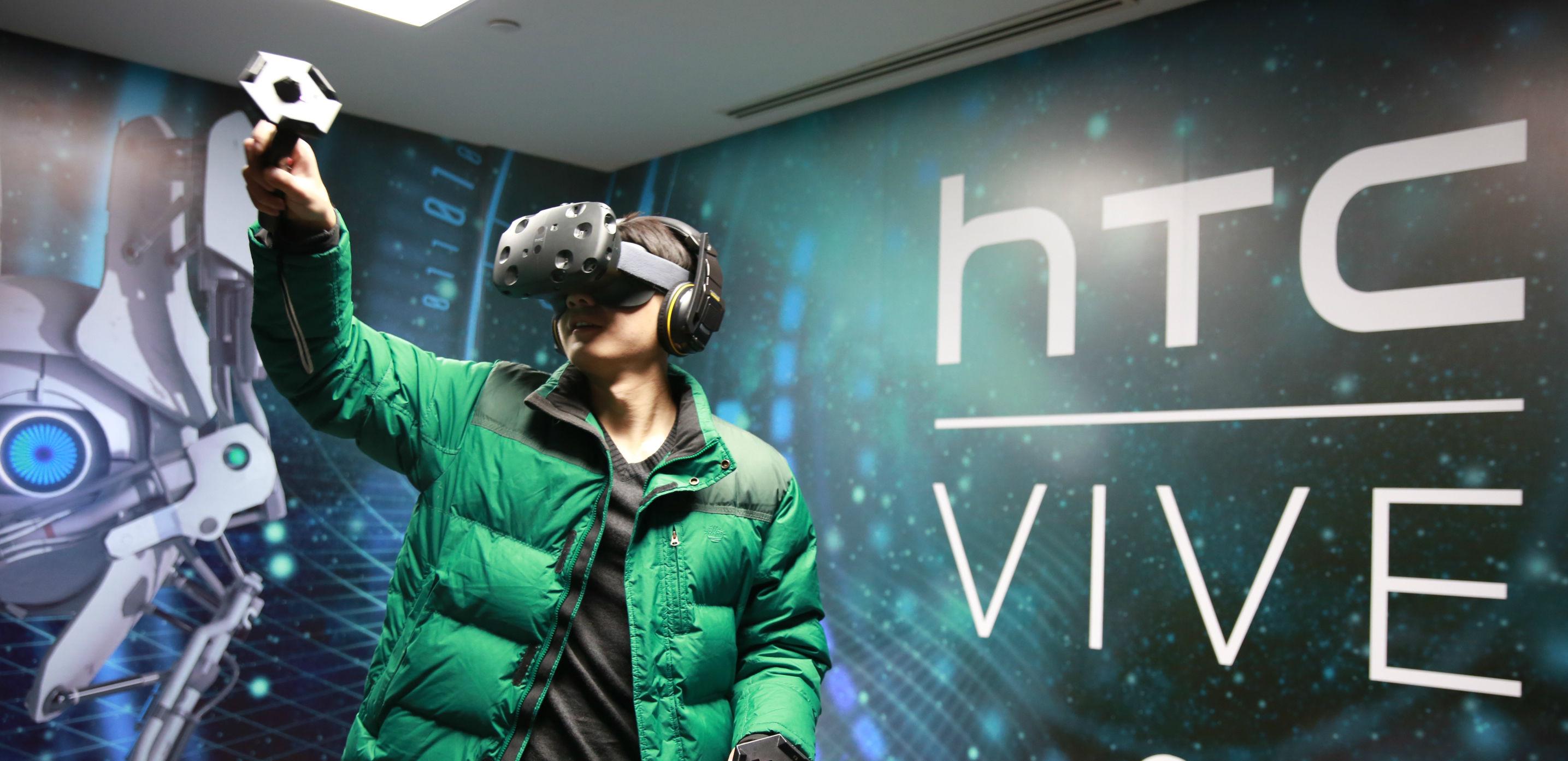 视频丨HTC VIVE 试戴:可能是目前体验最好的 VR 设备