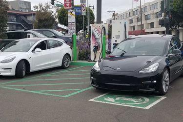 没有跳票,Musk 宣布 Model 3 本周五正式量产,可是……