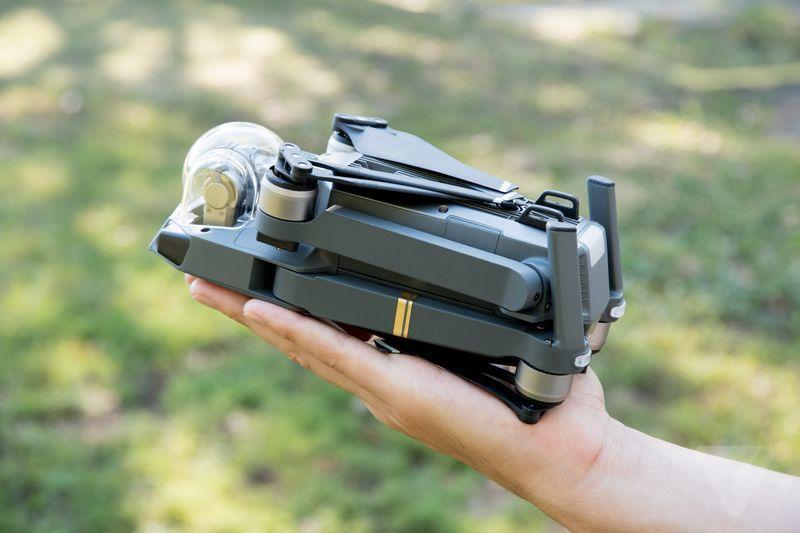 大疆发布首款「随身无人机」,iPhone 的尺寸,亮点不只是自拍