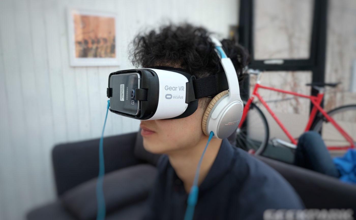 我戴着 VR 头盔看了三星 S7 的发布会,并没有想像中的那么棒