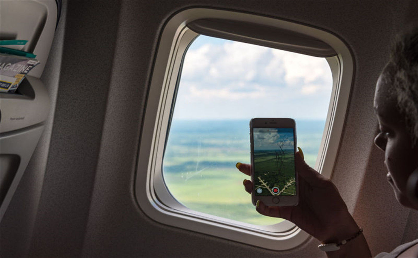 想在飞机上打电话?还是让我们安静休息吧