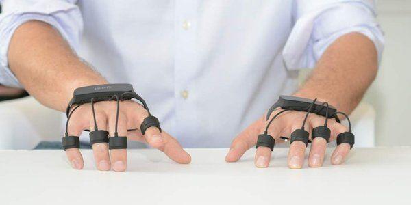 将键盘和鼠标「戴在手上」,这样就能隔空输入了