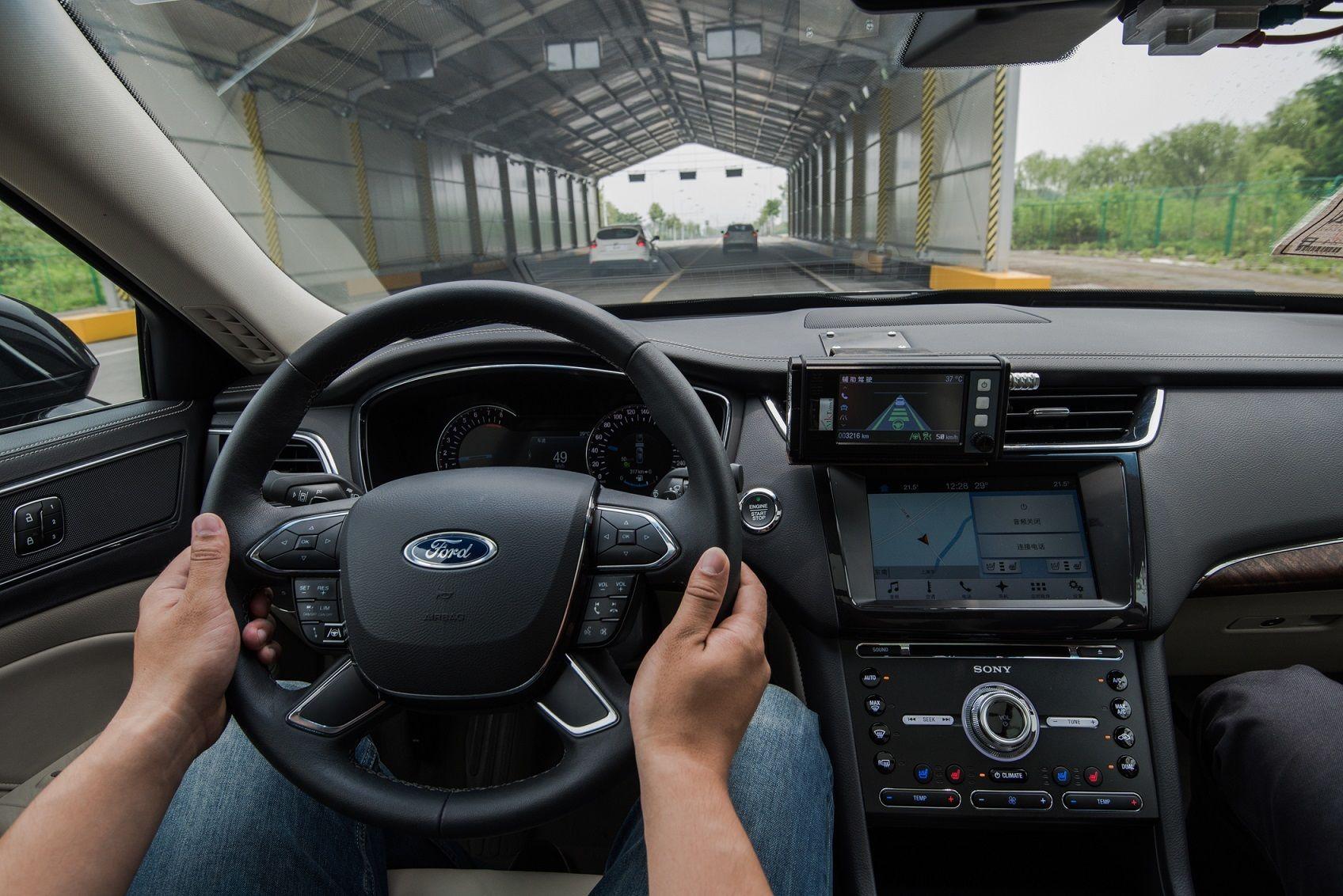 福特汽车交通拥堵辅助技术能减轻驾驶员驾驶压力,优化驾驶体验.jpg